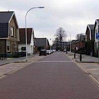 Nederlandse straat die uitlaatgassen 'ee...